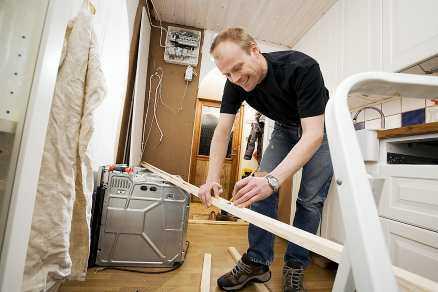 glad amatör Jan Andersson kunde ingenting om lägenhetsrenovering innan han köpte sin bostadsrätt i Malmö. Ändå beslöt han att själv sätta in ett nytt kök.
