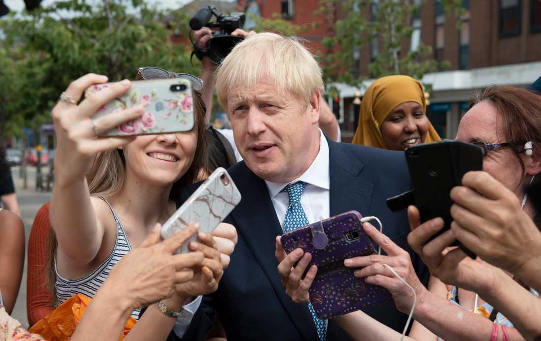 Boris Johnson har just blivit premiärminister. Nu verkar han förbereda sig för nyval – på ett sätt som kan rädda hans image.