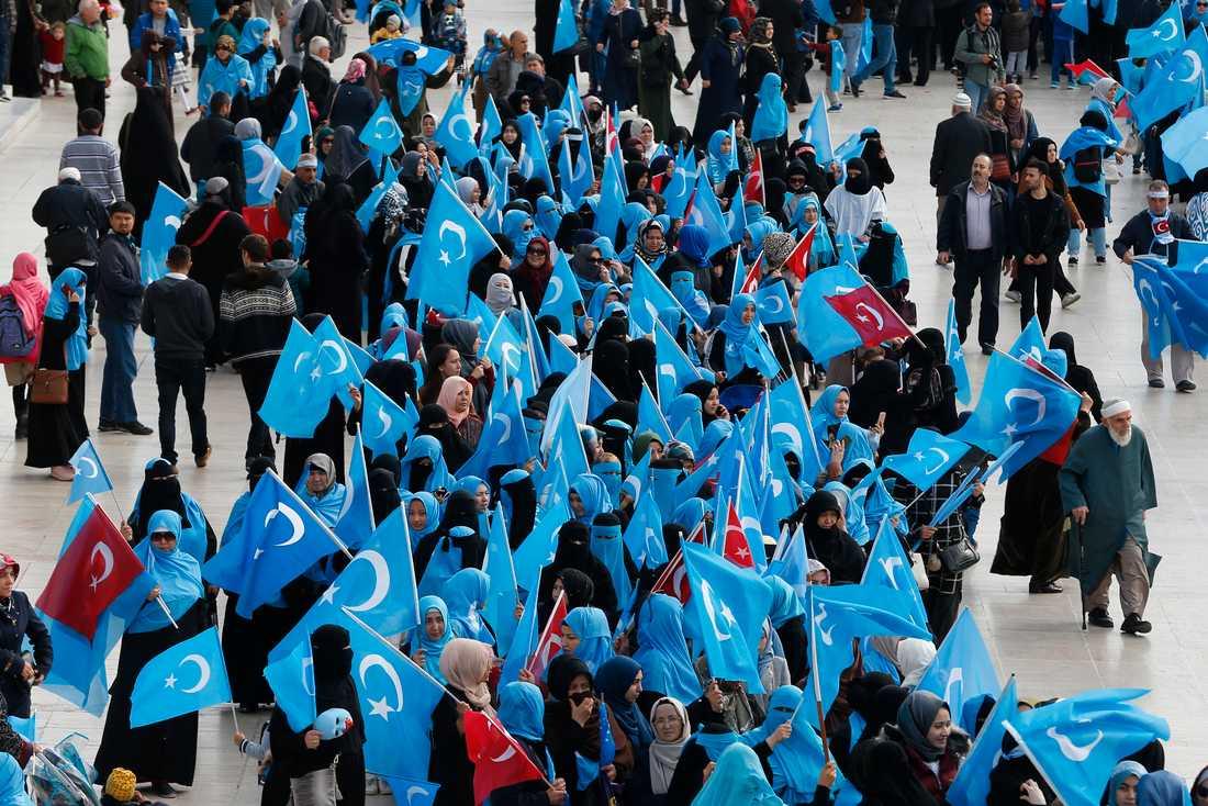Uigurer under en protest i Turkiet förra året. Arkivbild.