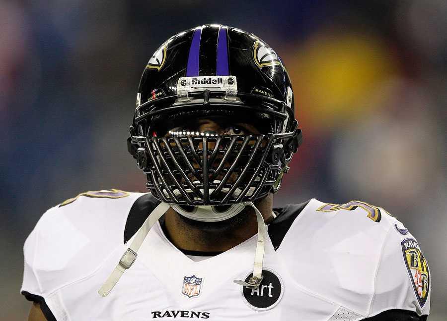 Ray Lewis, Baltimore Ravens Ravens linebacker Ray Lewis spelar sin absolut sista NFL-match i natt. Det finns förstås bara ett sätt att avsluta en fantastisk 17 år lång karriär på. Lewis är lagets själ och hjärta och katalysator. Vann Super Bowl med Baltimore för tolv år sedan.
