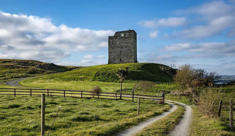 Tower House har starka GoT-vibbar med sin medeltida historia. Det 14 meter höga tornet som är centralt för boendet är 500 år gammalt.