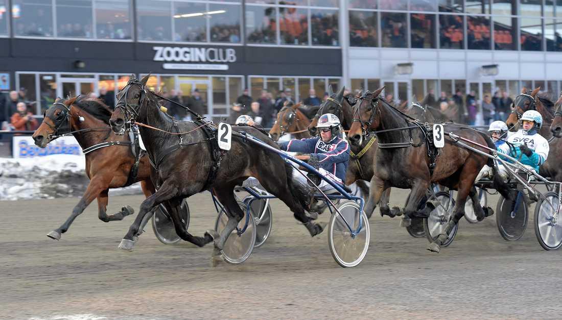 Ville Karhulahti och Budets Lasse vinner V75