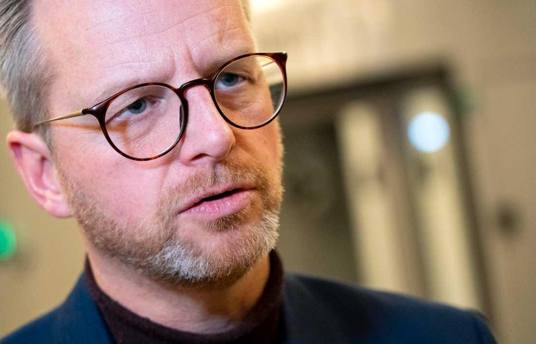 – Malmö får inte stå ensamt, säger Inrikesminister Mikael Damberg (S) efter ett besök hos Malmöpolisen.
