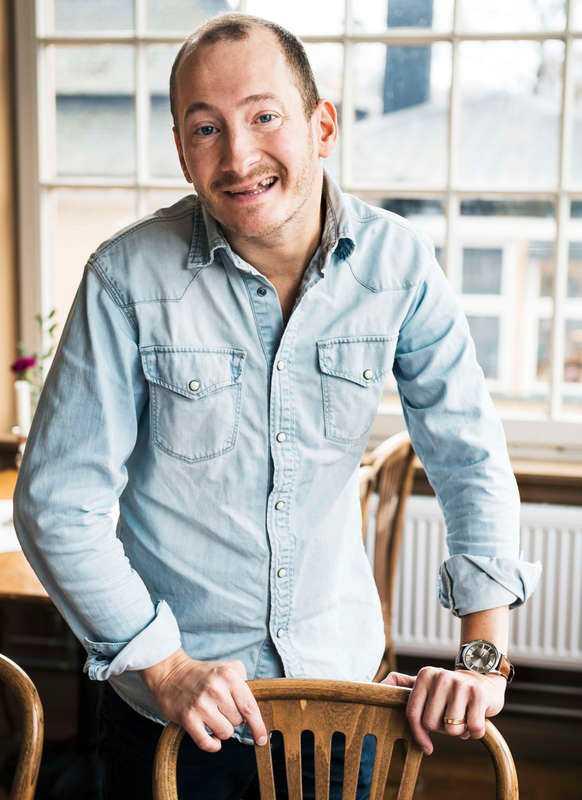 """Jonas Helgesson tvekade inte att ge sig på musikalrollen när han fick erbjudandet. """"När Jonas Gardell frågar säger man ju inte nej, då är man dum i huvudet"""", säger Jonas Helgesson."""