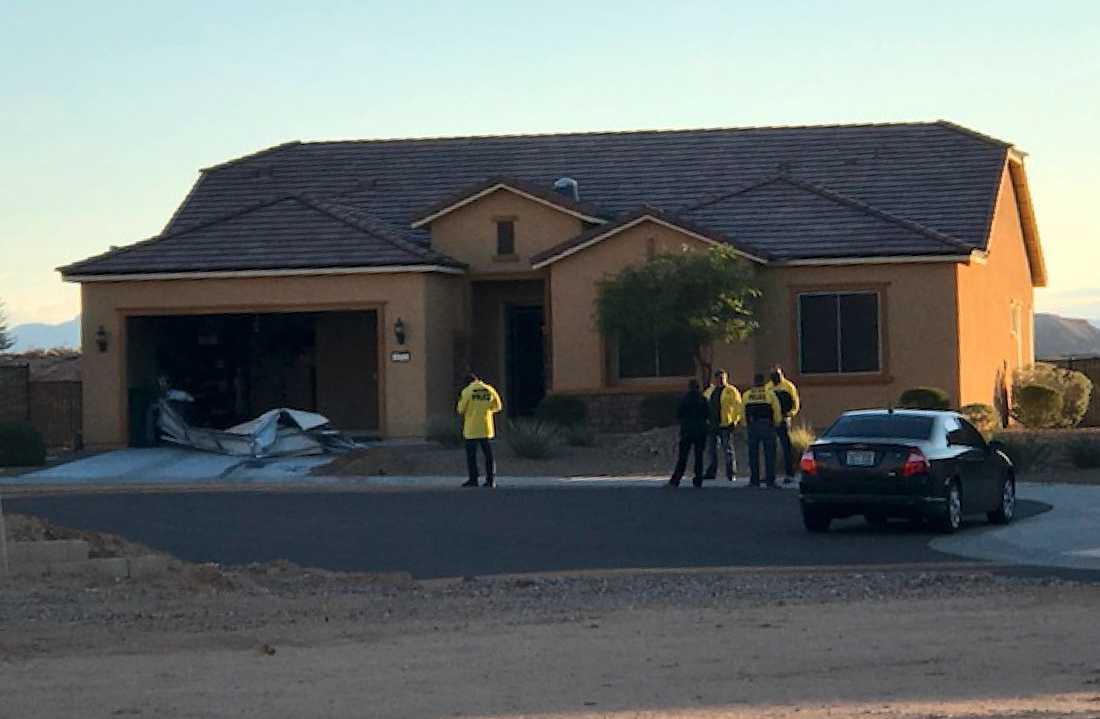 Polis utanför Stephen Paddocks hem i Mesquite, Nevada.