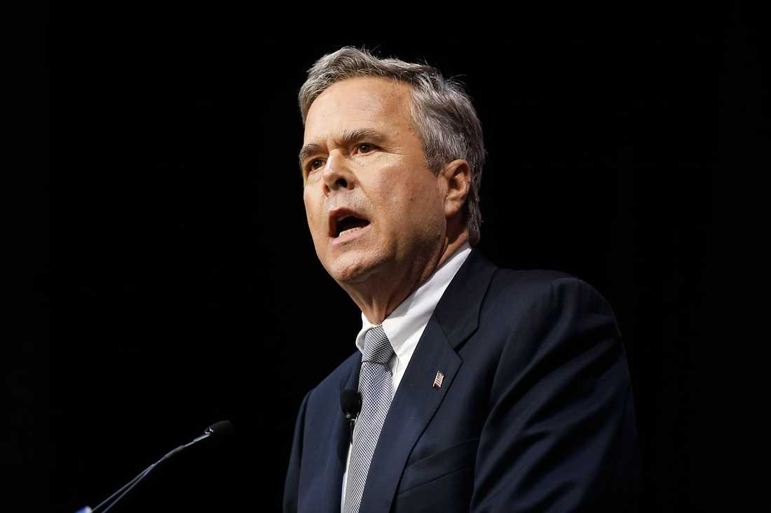 """""""Som farfar till två älskade flickor, finner jag att ingen ursäkt kan ursäkta Donald Trumps förkastliga kommentar som nedvärderar kvinnor"""", skriver Jeb Bush, republikan och tidigare en av Trumps motkandidater till presidentposten, på Twitter."""