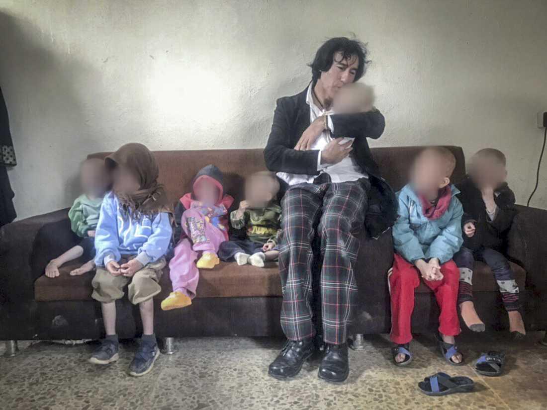 Barnens morfar och alla barnen.