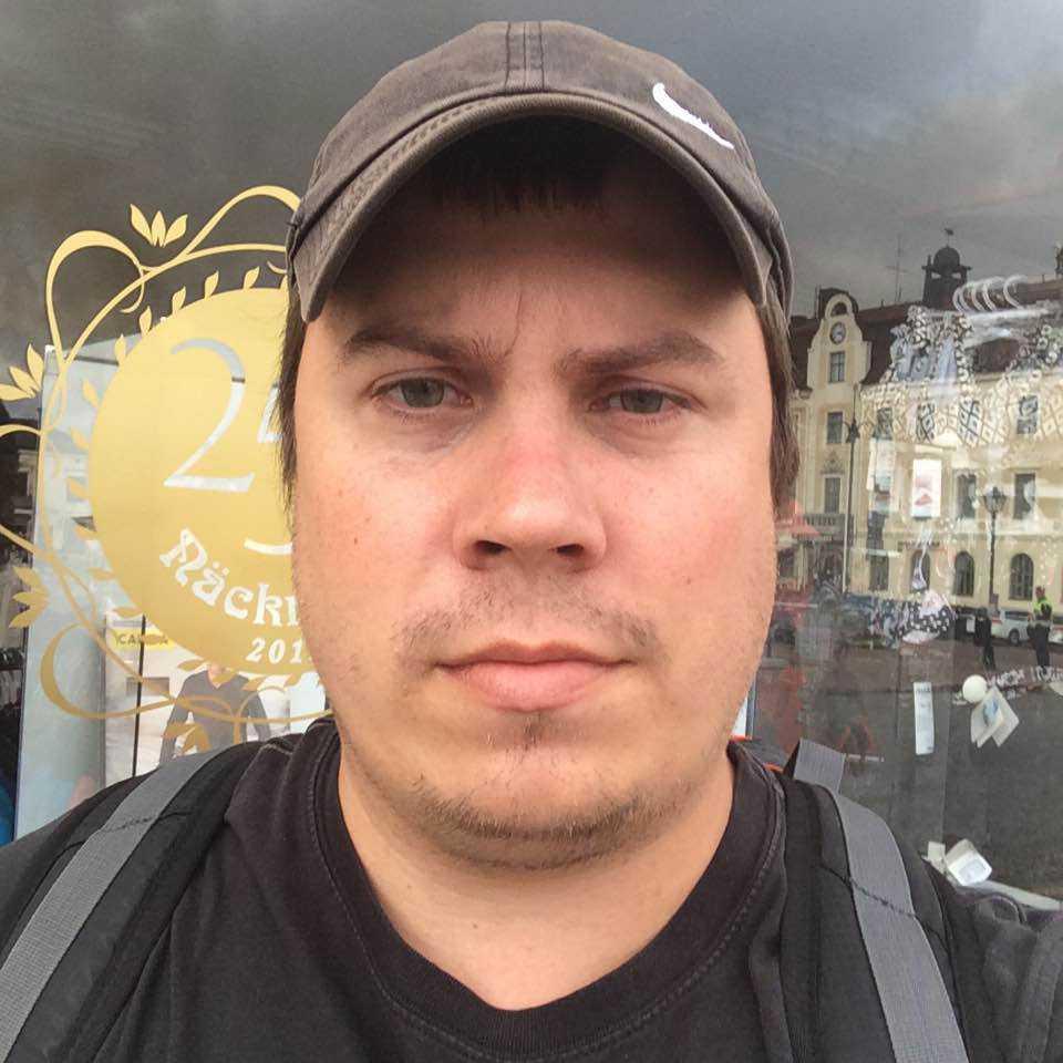 Samuel Hansson och hans familj har evakuerats.
