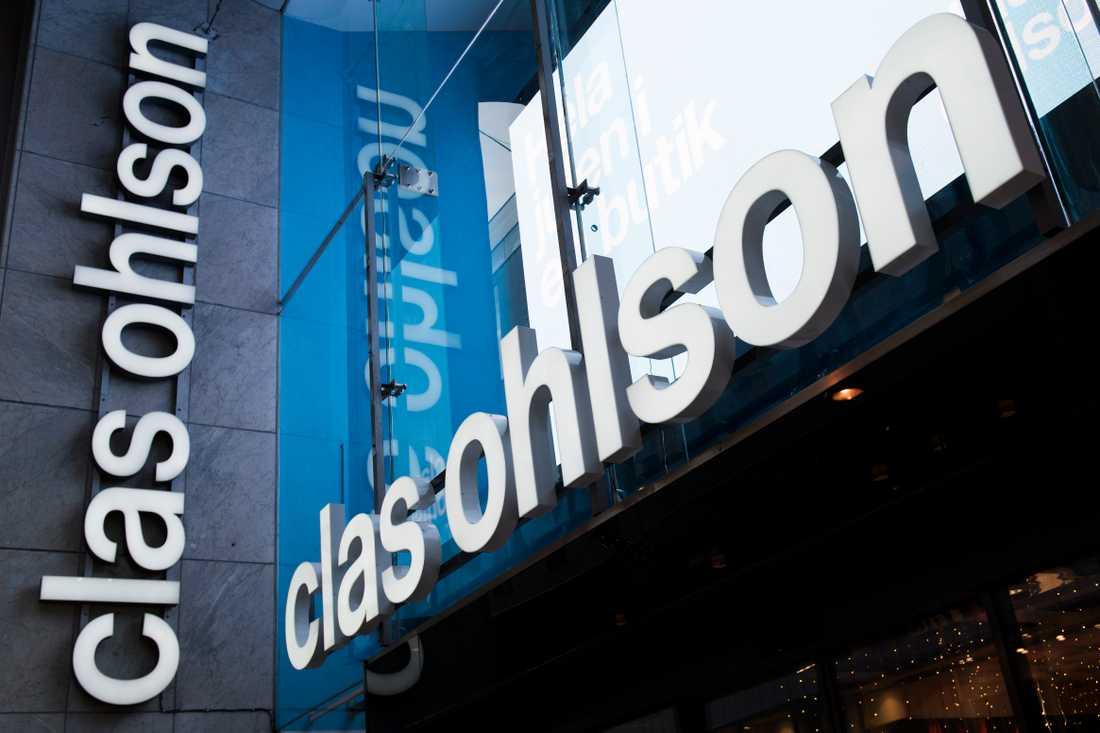 Clas Ohlson köper tio procent av e-handelsaktören Mathem och inleder därmed ett samarbete.