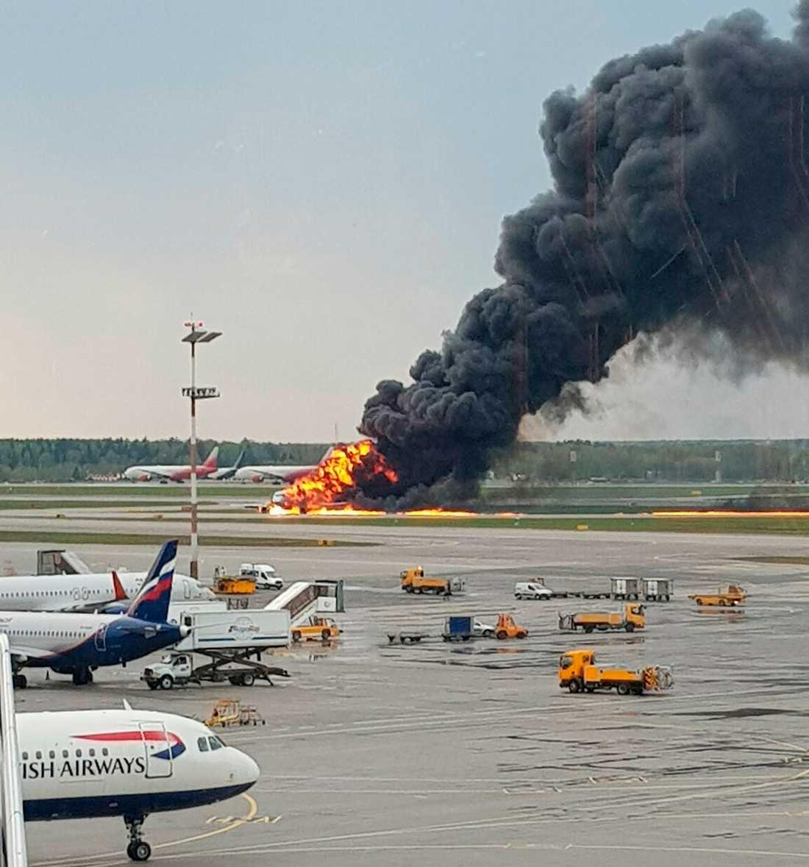 Minst 41 personer ska ha dött i branden på flygplatsen Sjeremetjevo.