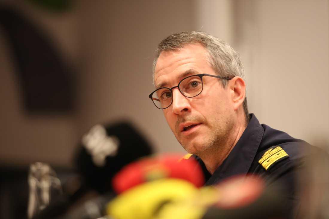 Pär Cederholm, lokalpolisområdeschef i Hässleholm, håller pressträff om explosionen på Hässleholms Tekniska skola.