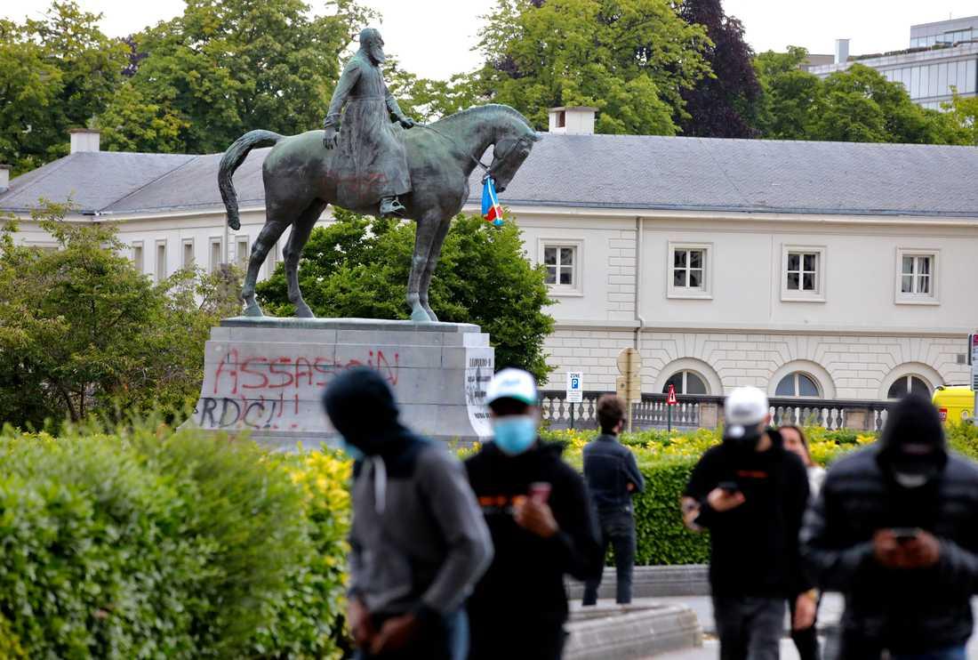 En nedklottrad Leopold II-staty i Bryssel.
