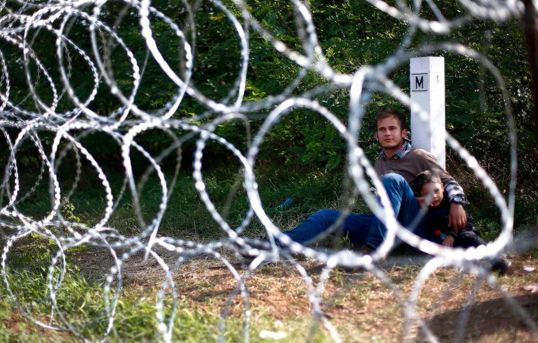 En ung man med sin son har stoppats vid gränsen till Ungern.