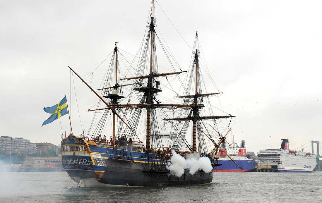 Bomber och granater! Nu blir svenskbåten vårt nästa hollywoodhopp.