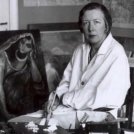 Sigrid Hjertén i ateljen.