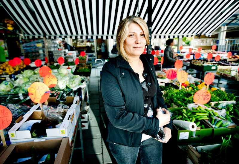 Linda Bahi, 41, tycker att Sverige var mer rasistiskt när hon kom till Sverige för tolv år sedan. –Men under åren har det blivit allt bättre. Ska det bli värre nu igen? Gå tillbaka till ökad främlingsfientlighet?