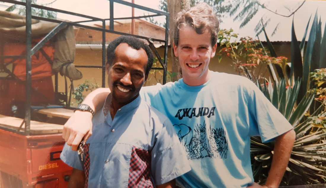 Dag Bohlin i Rwandas huvudstad Kigali 1988 tillsammans med vännen Kabera Svensson.