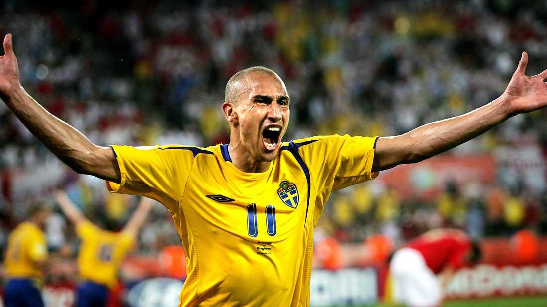 Under sin aktiva karriär spelade Henrik Larsson 106 landskamper, gjorde 37 mål och var proffs i flera europeiska klubblag.