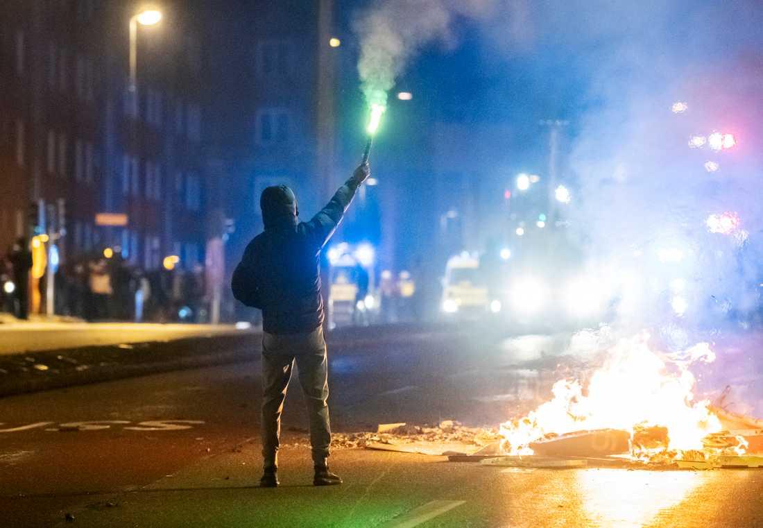 Brinnande barrikader och demonstranter har samlats på Amiralsgatan i Malmö som en reaktion på en koranbränning på Emilstorp i Rosengård. Arkivbild.
