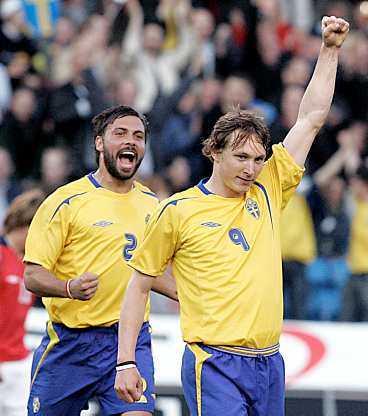Kim Källströms kanon till 1-0 inledde målfesten på Råsunda.