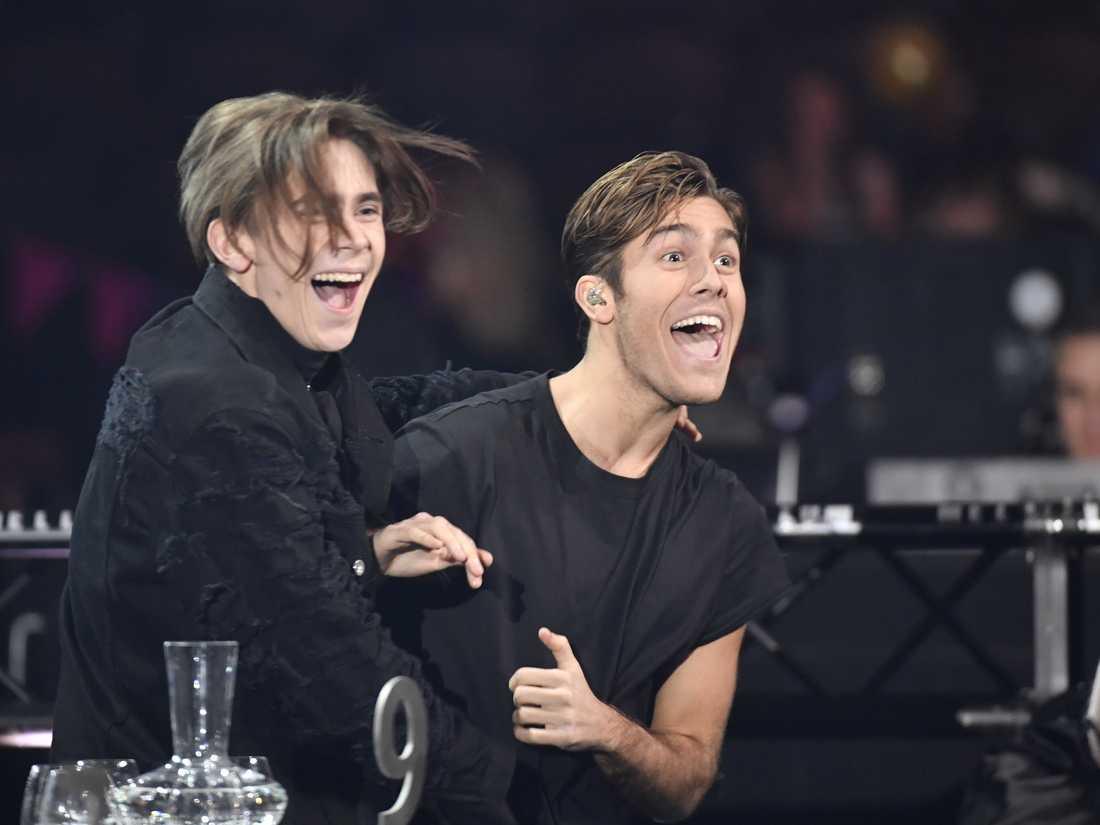 Benjamin Ingrosso och Felix Sandman efter den förstnämndes seger Melodifestivalens final tidigare i år. Arkivbild.