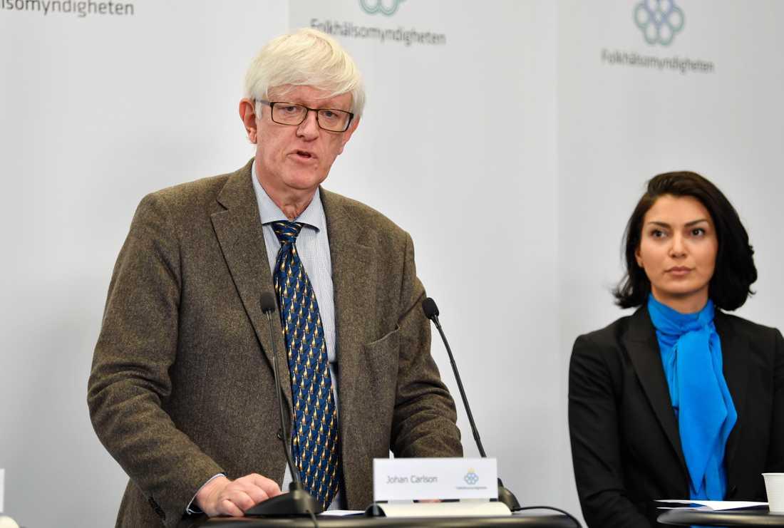 Folkhälsomyndigheten generaldirektör Johan Carlson och Taha Alexandersson från Socialstyrelsen.