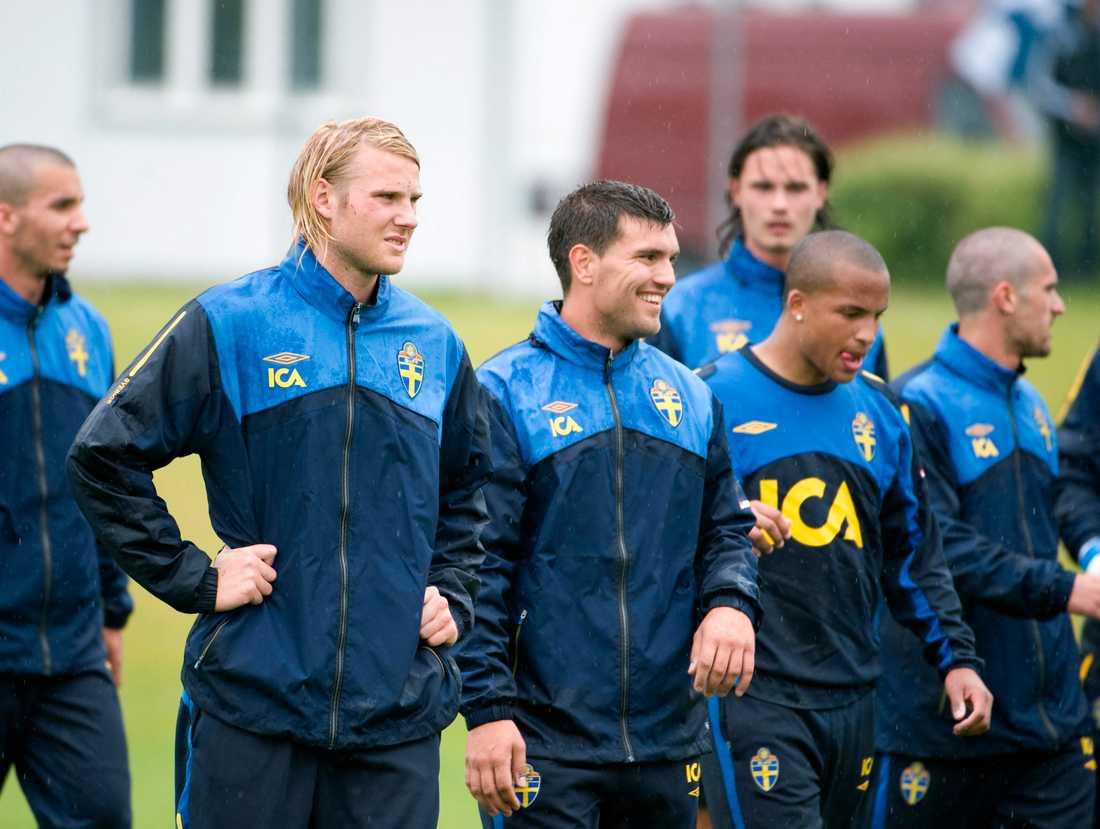 Labinot Harbuzi med Ola Toivonen och Martin Olsson i svenska U21-landslaget.