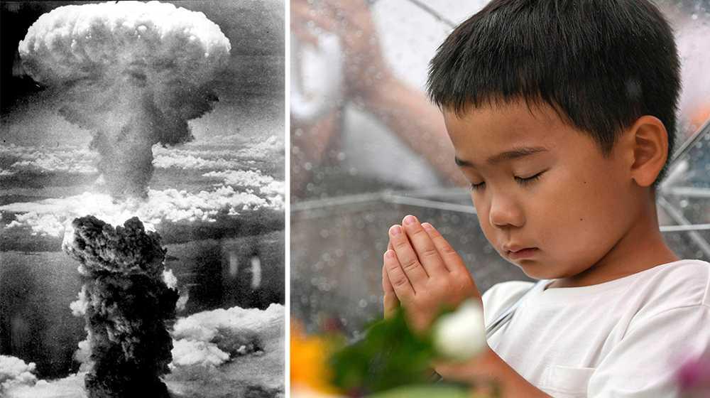 Trots att det gått 75 år sedan bomberna föll över Hiroshima och Nagasaki dör än idag människor av strålningens långtidseffekter. Sveriges regering säger sig vara ledande i kärnvapennedrustningen men är i själva verket en del av problemet genom att inte våga ta ställning mot kärnvapenstaterna, skriver debattörerna.