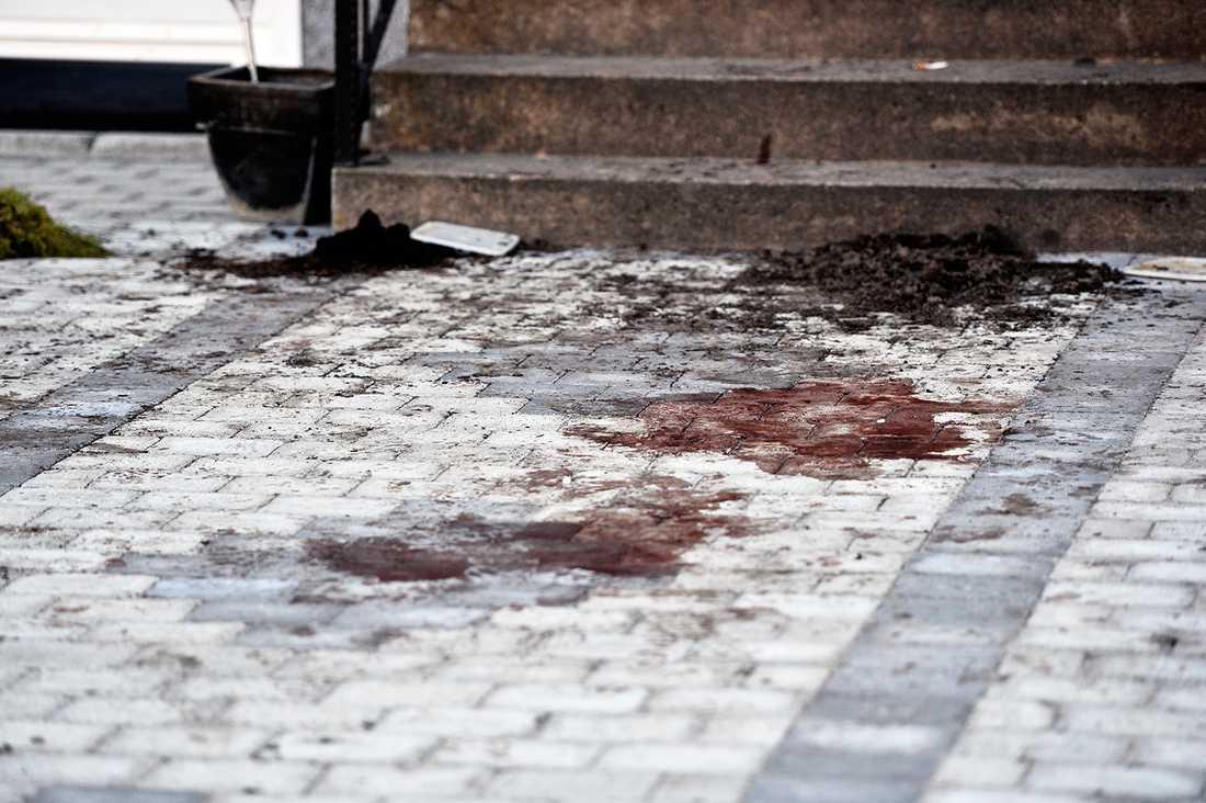 Blodspår på brottsplatsen.
