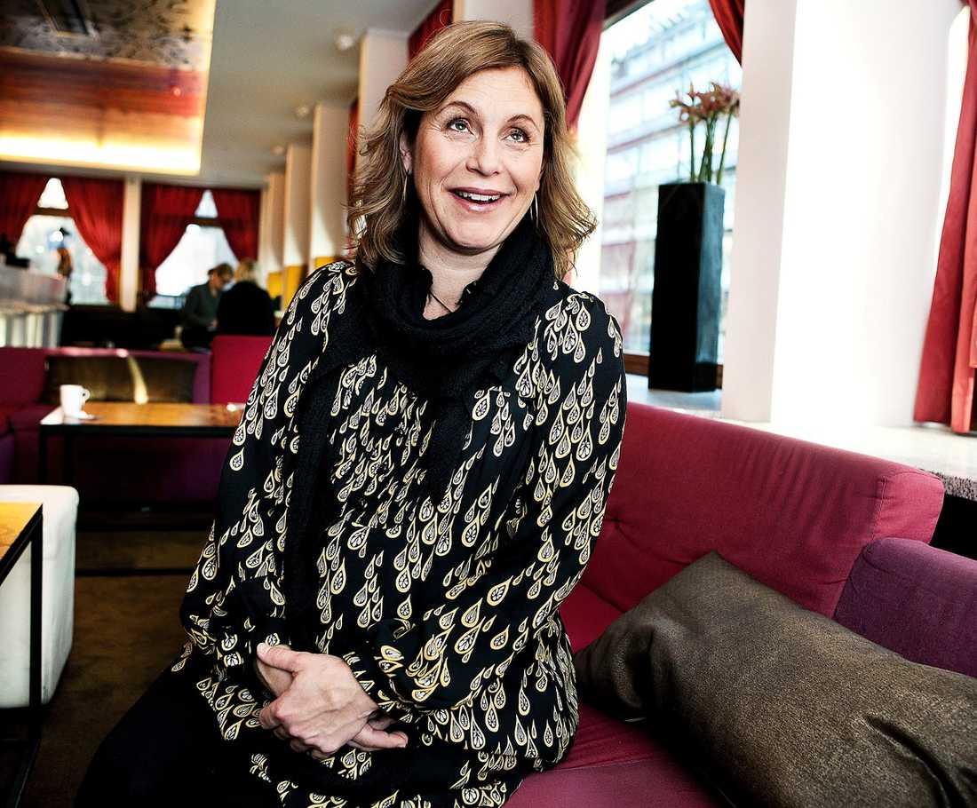 """Bästa kvinnliga huvudroll Helen Sjöholm för rollen som mamman i """"Simon och ekarna""""."""