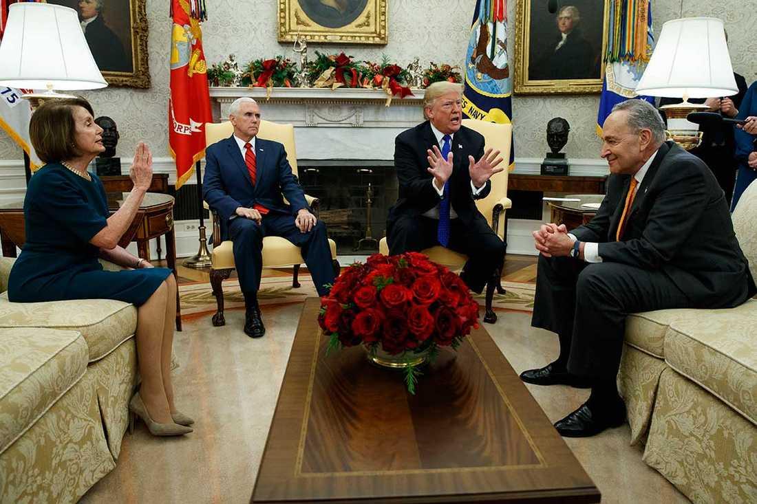 President Donald Trump träffade i dag de ledande demokraterna Nancy Pelosi och Chuck Schumer i Ovala rummet.
