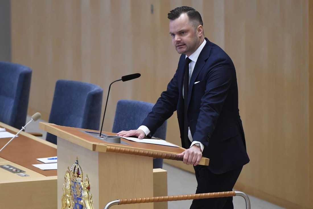 Adam Marttinen, rättspolitisk talesperson i SD, vill att Sverige gör IS-återvändare statslösa.