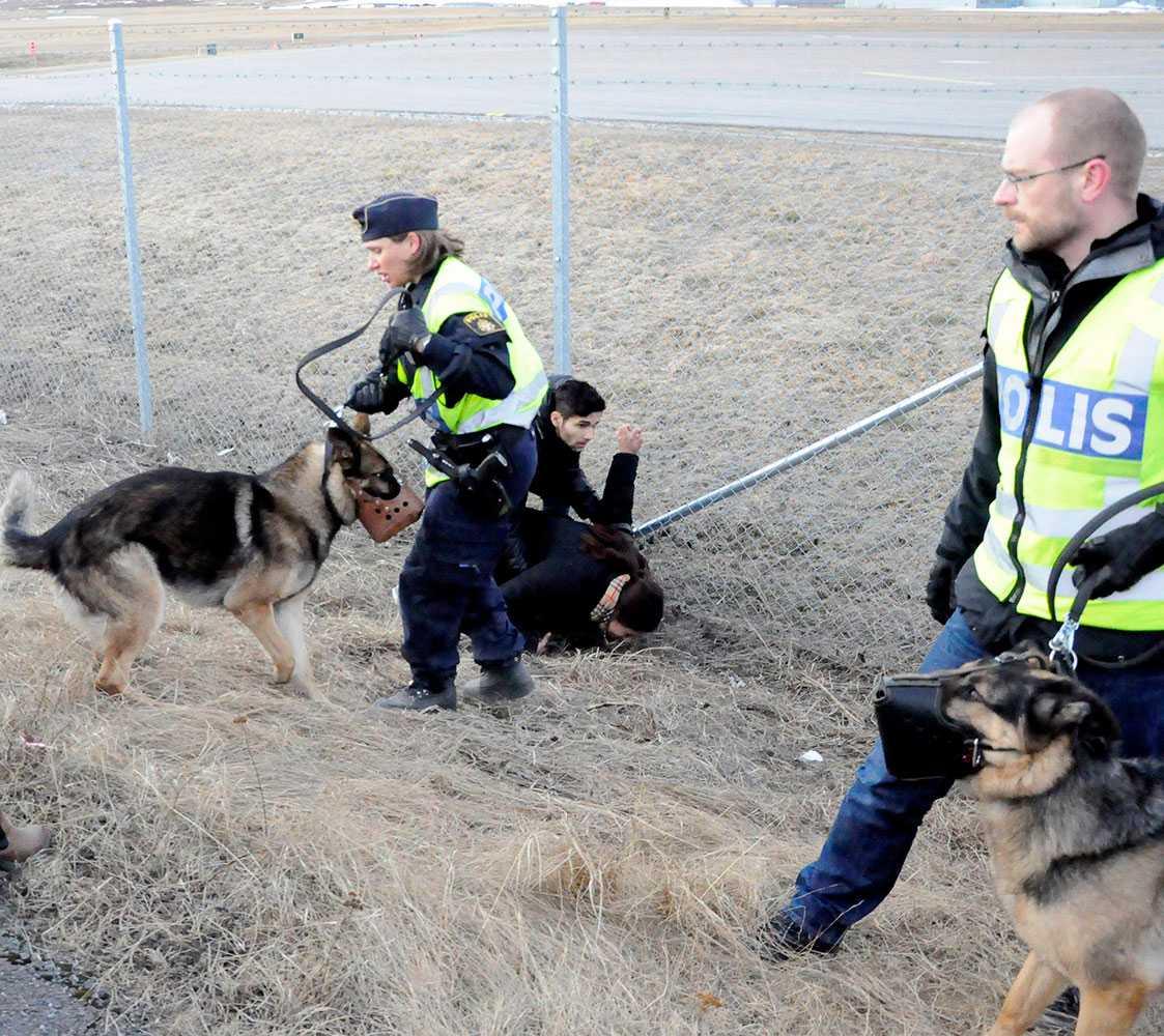 Polis vid flygplatsen.
