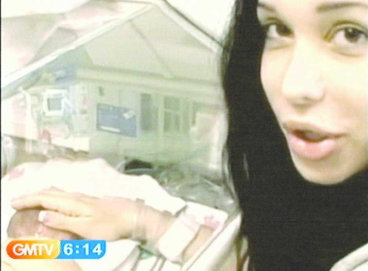 OPERERAD Enligt uppgifter är Nadya Suleman beatt av Angelina Jolie och ska ha genomgått plastikoperationer för att likna filmstjärnan. Nadya Suleman ville i går inte kommentera uppgifterna utan gick i stället under jorden med sina 14 barn. Den officiella förklaringen är att hon hotats till livet.