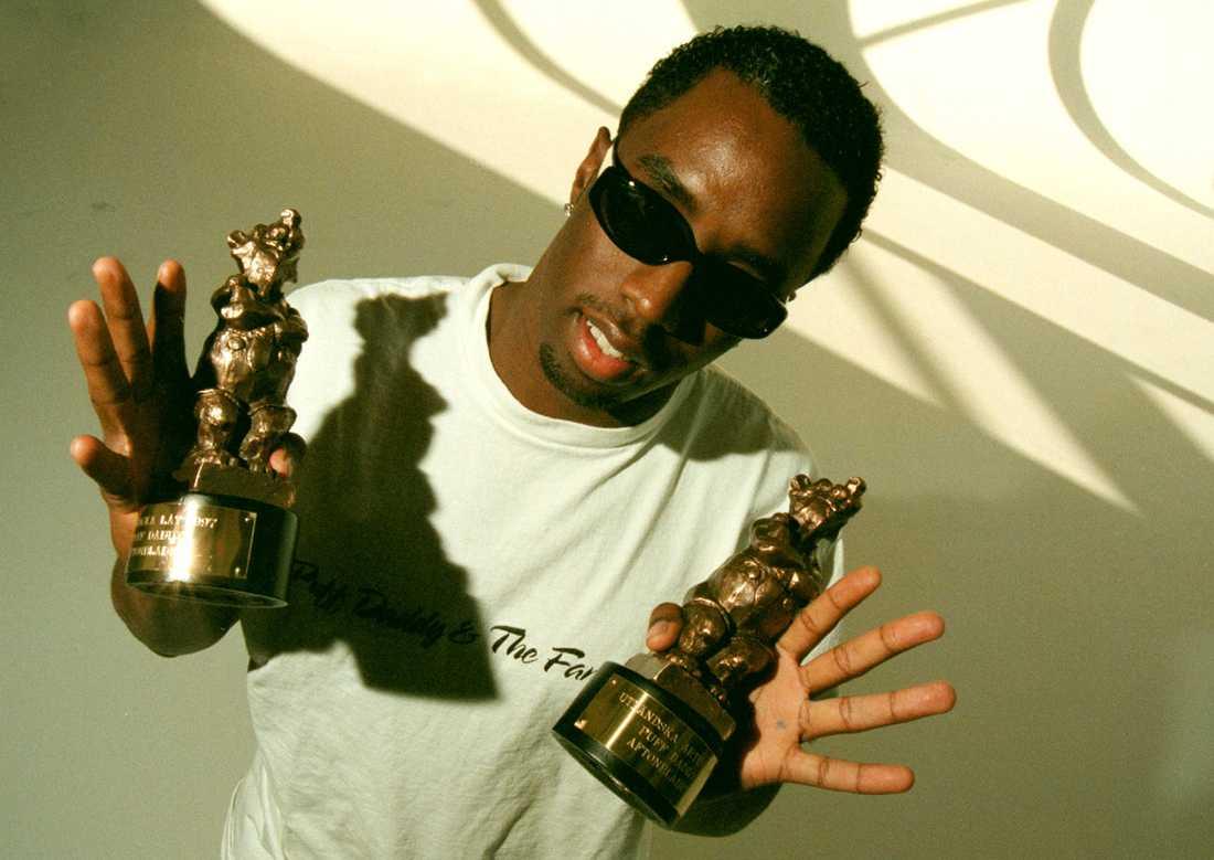 P Diddy med sina två priser 1998.