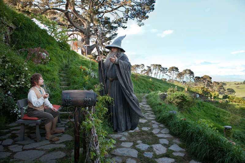 Bilbo får besök av Gandalf – sedan startar äventyret.