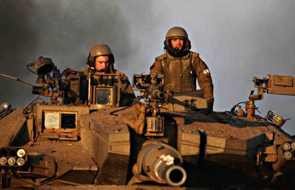 Över 10 000 israeliska soldater befinner sig nu i Gaza. Deras uttalade mål är att bekämpa palestinska milissoldater.