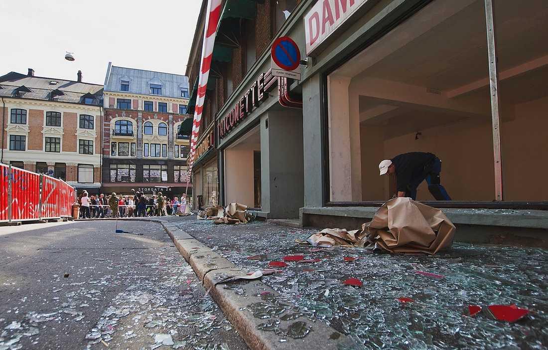 MASSMORD Dagen efter terrorbombningen som tog åtta liv vid regeringskvarteren i Oslo.