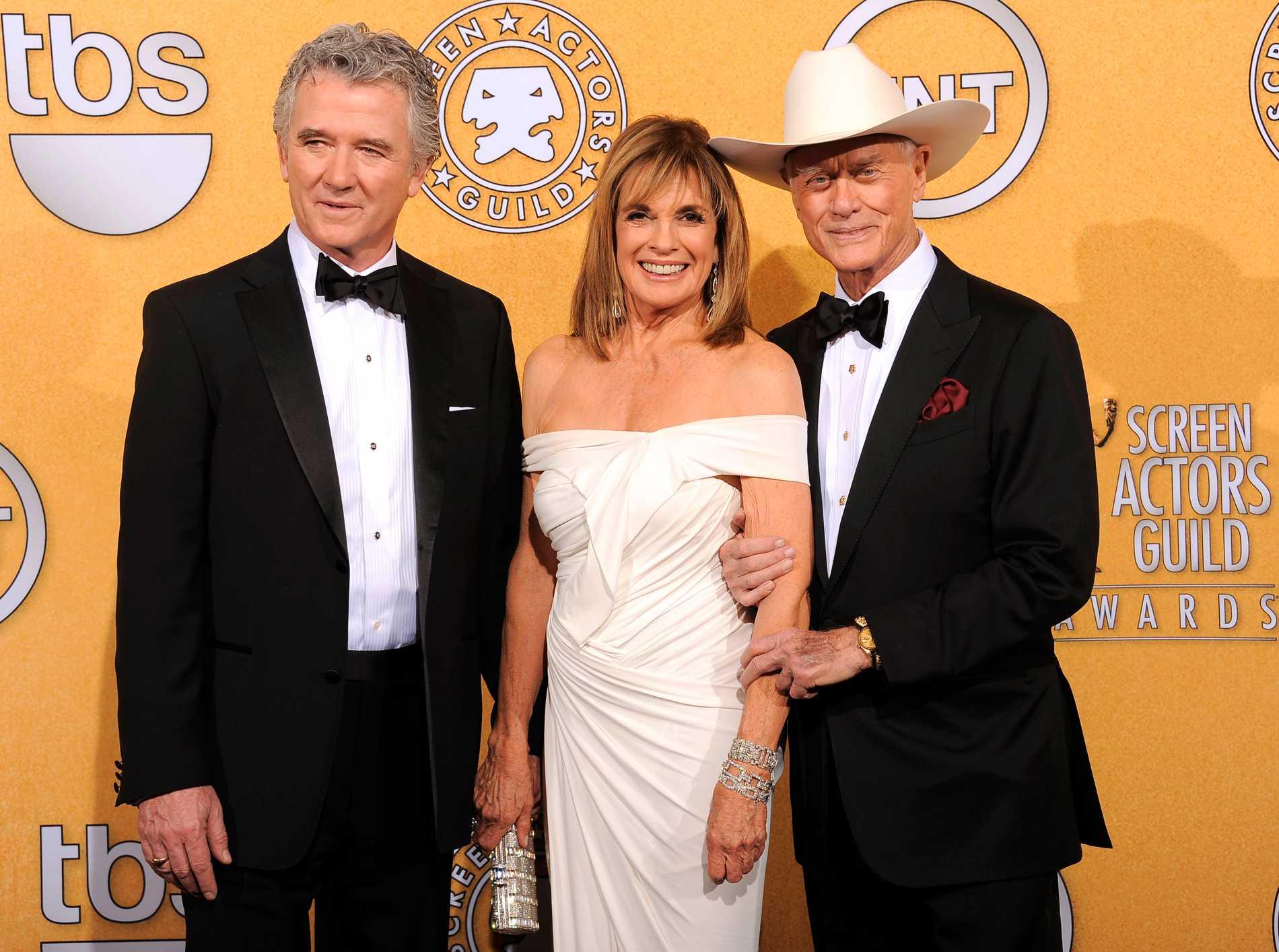 """Patrick Duffy, Linda Gray, och Larry Hagman återvände alla tre till sina roller i nya versionen av """"Dallas""""."""