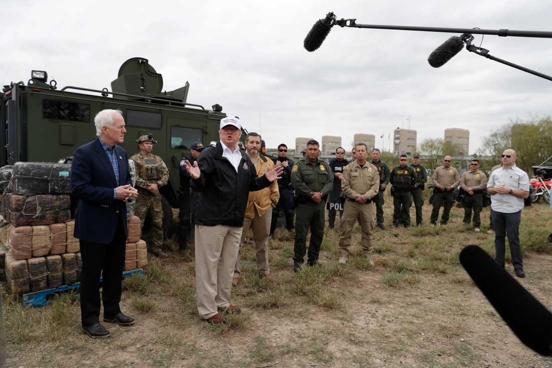 USA:s president Donald Trump under sitt besök vid gränsen mot Mexiko.
