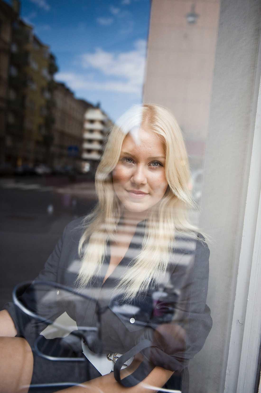 Isabella Löwengrip är utskriven från sjukhuset men tvingas dra ner på takten.