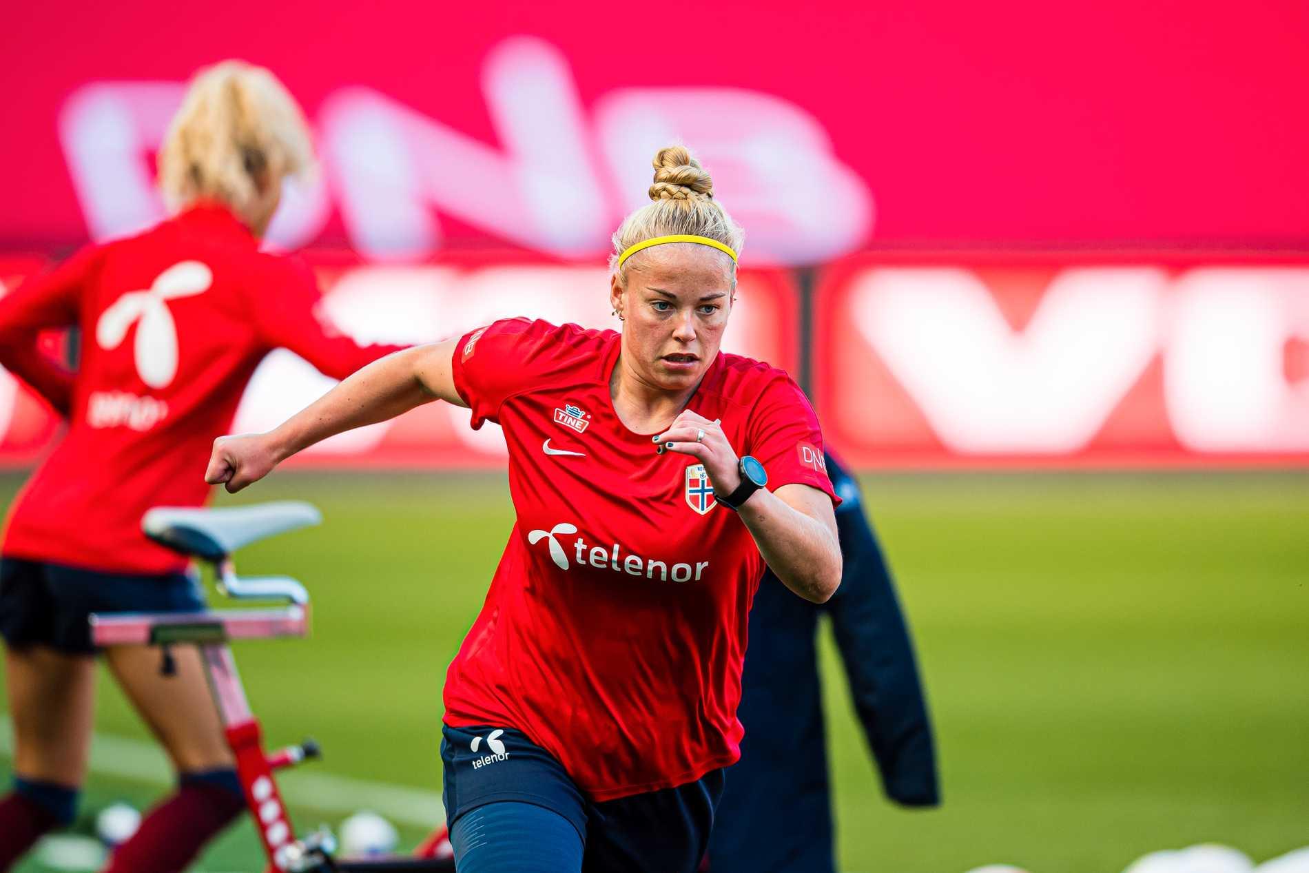 Therese Sessy Åsland i landslagströjan.