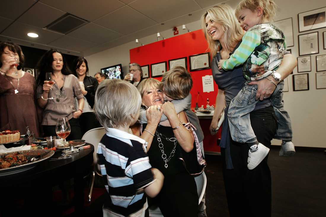 Lill-Babs fyller 70 år, firar med familjen.