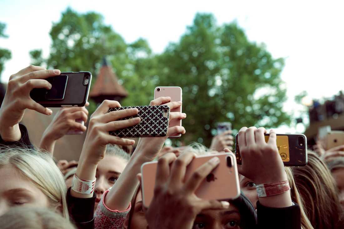 Zara Larssons konsert lockade fram flera mobiler.