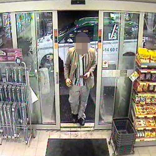 En av de misstänkta fångades av en övervakningskamera på en mack i januari i år.