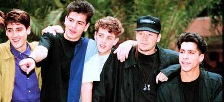 DÅ Jonathan Knight, Jordan Knight, Joey McIntyre, Donnie Wahlberg och Danny Wood.