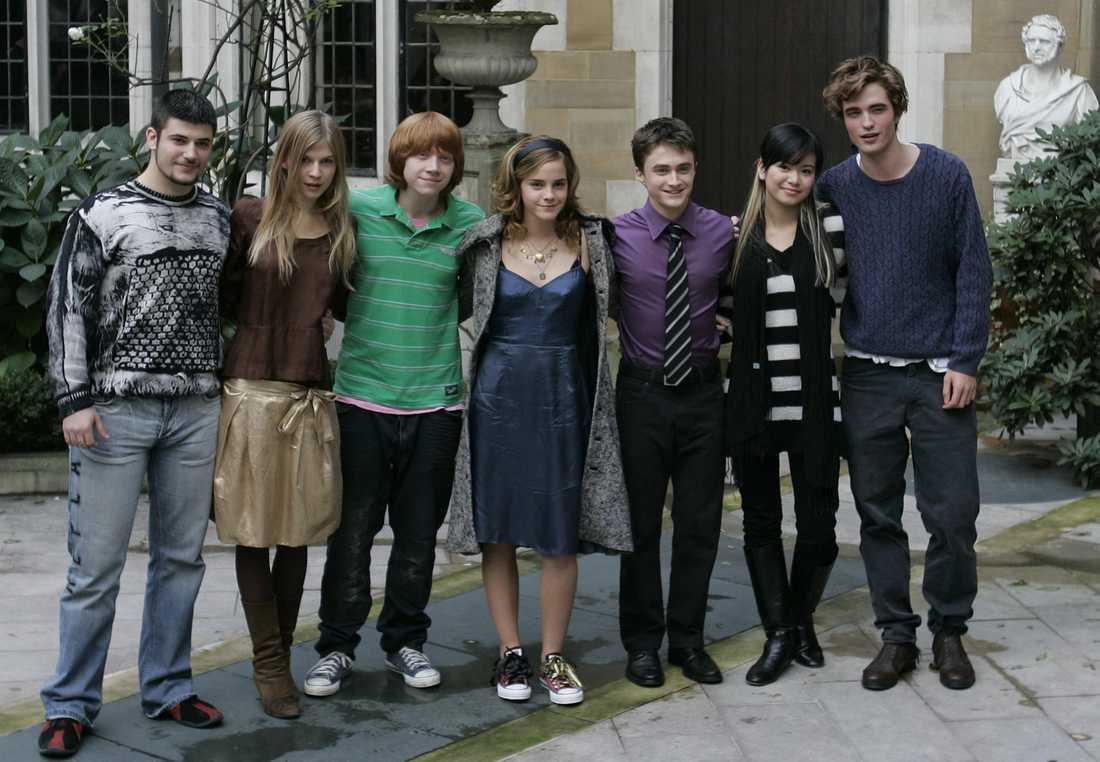 """Stanislav Yanevski längst till vänster bland skådespelarna i """"Harry Potter och den flammande bägaren"""", bland andra Emma Watson i mitten och Daniel Radcliffe till höger om henne. Nu filmar Yanevski i Göteborg. Arkivbild."""