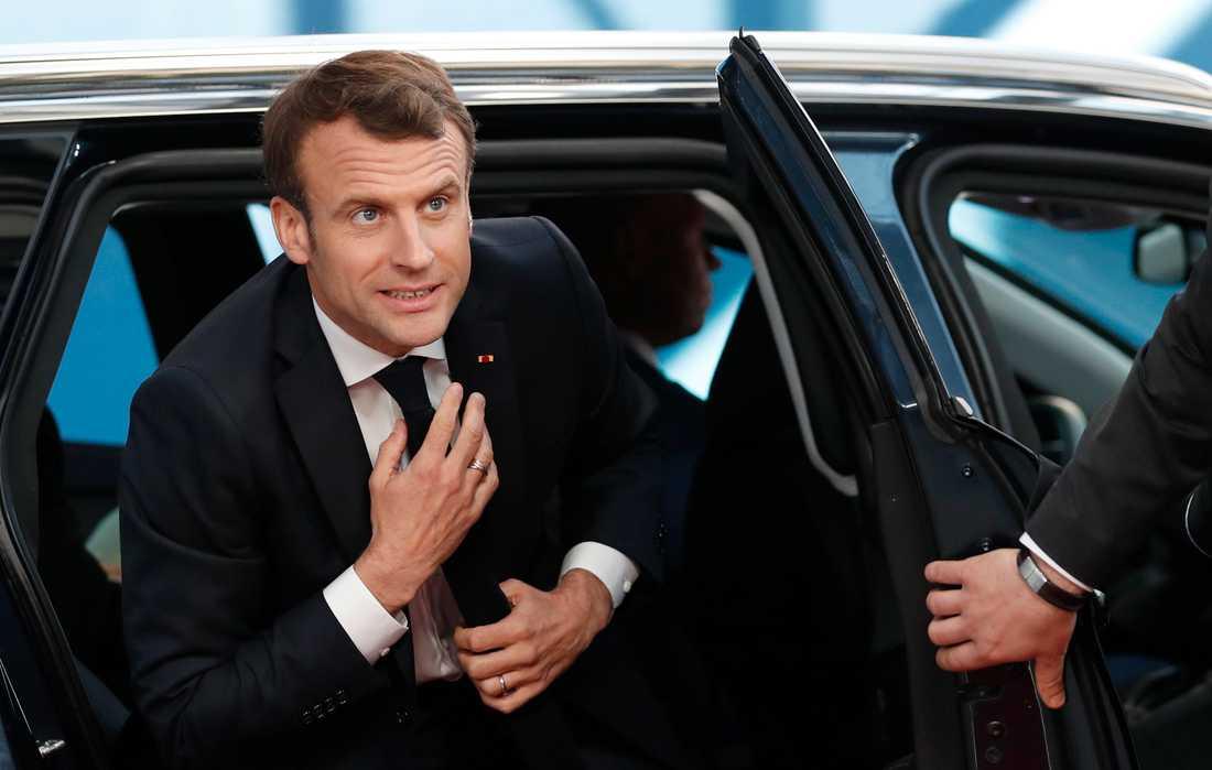 Frankrikes president Emmanuel Macron anländer till EU-toppmötet i Bryssel.