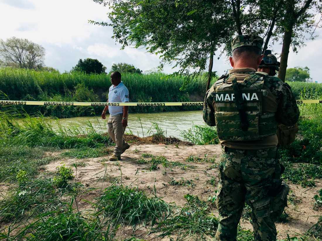 Mexikansk polis vid Rio Grande.