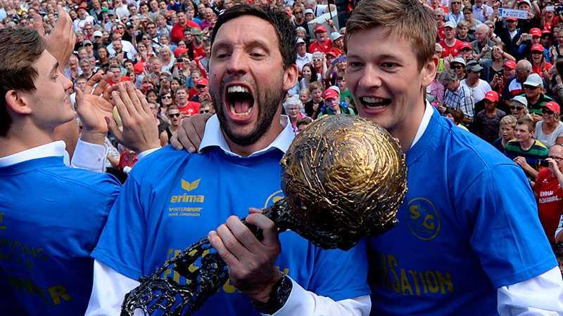 Försvarsklippan Tobias Karlsson och dansken Lasse Svan.